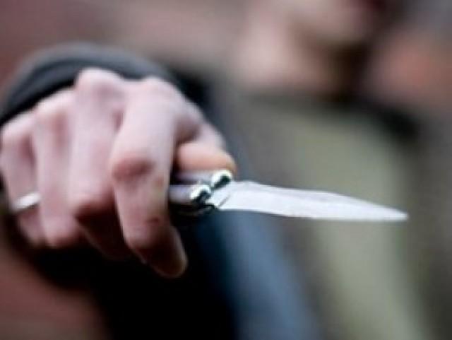 В Самарской области мужчина ударил женщину ножом в ногу и ограбил ее. Поде