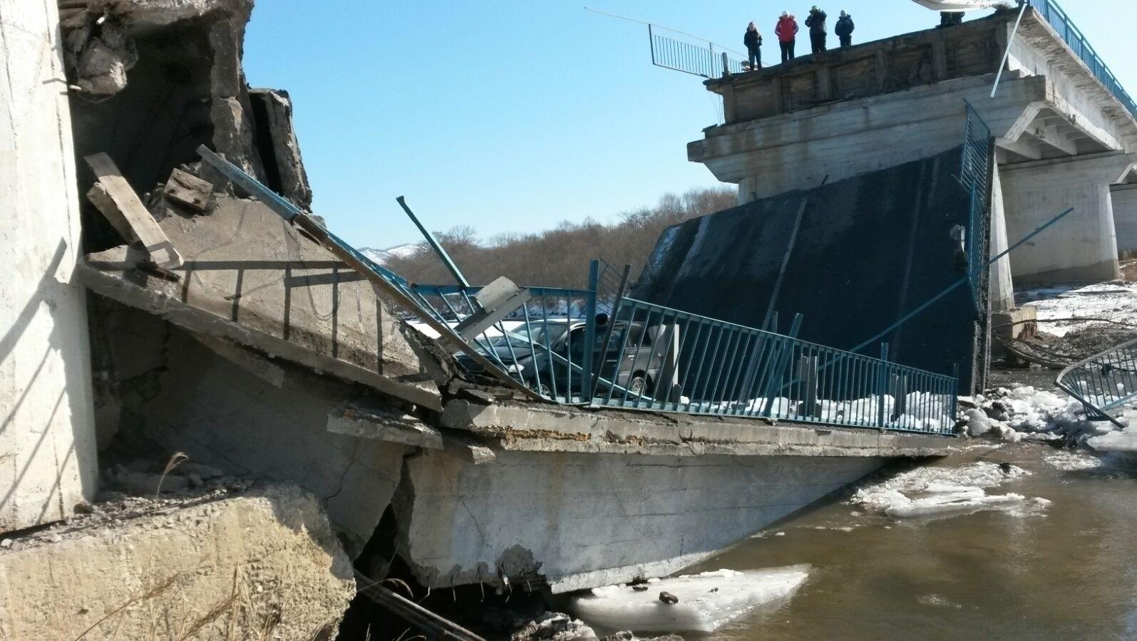 В приморье рухнул мост: дорога на находку перекрыта (фото).
