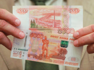 Курянам рассказали, где можно наткнуться на фальшивые деньги